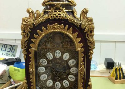 Mantenimiento de un reloj de mesa