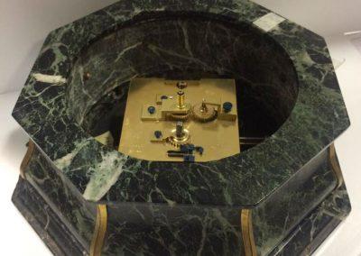 Reparación y restauración de reloj de mesa con tortuga