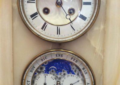 Reparación de una pieza única del siglo XIX del parisino Louis Achille Brocot, con calendario perpetuo y fases lunares